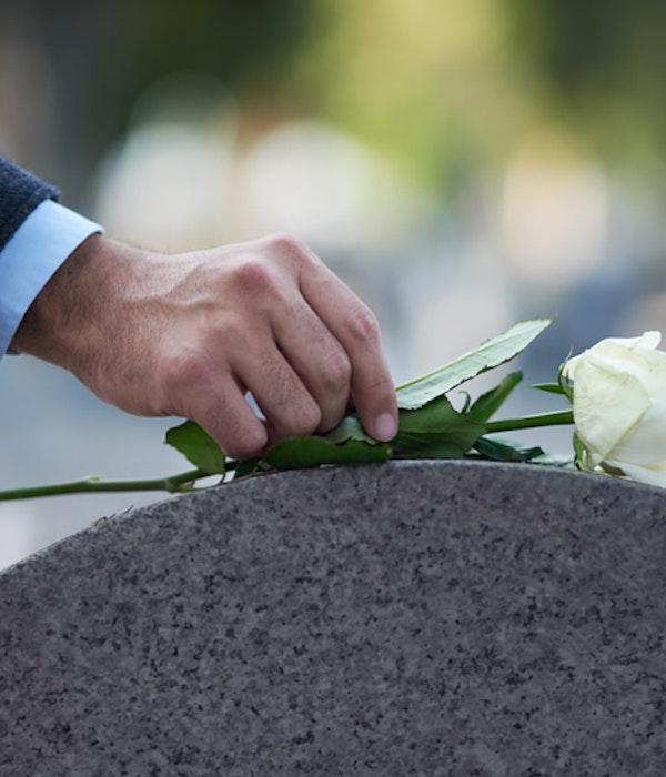 Far & Son Begravningsbyrå inför det flexibla kundmötet – öppnar nu kontor i Vasastan